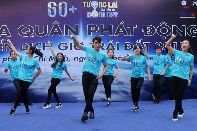 Dong Phuc Quang Cao Su Kien 60 Plus