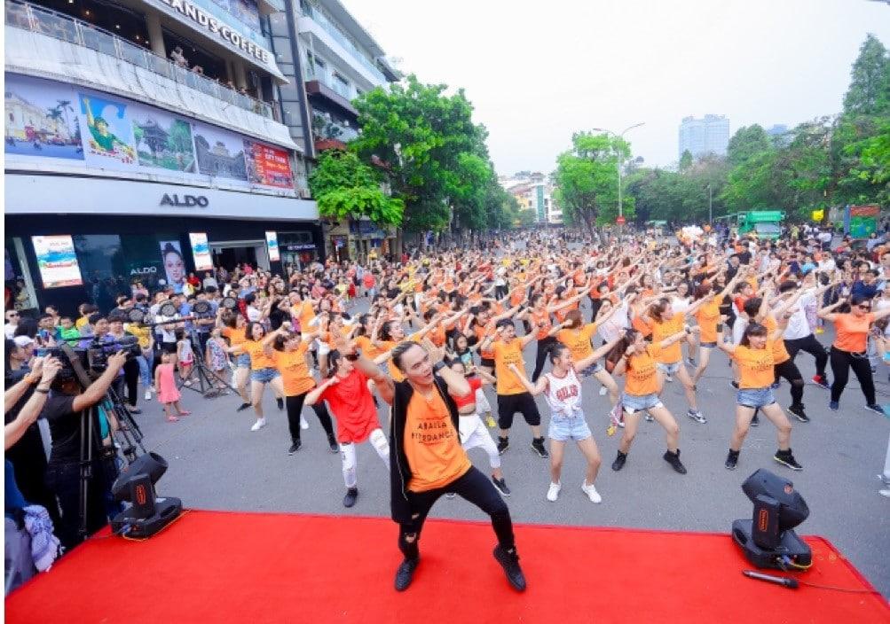 Dong Phuc Quang Cao Su Kien Flashmod