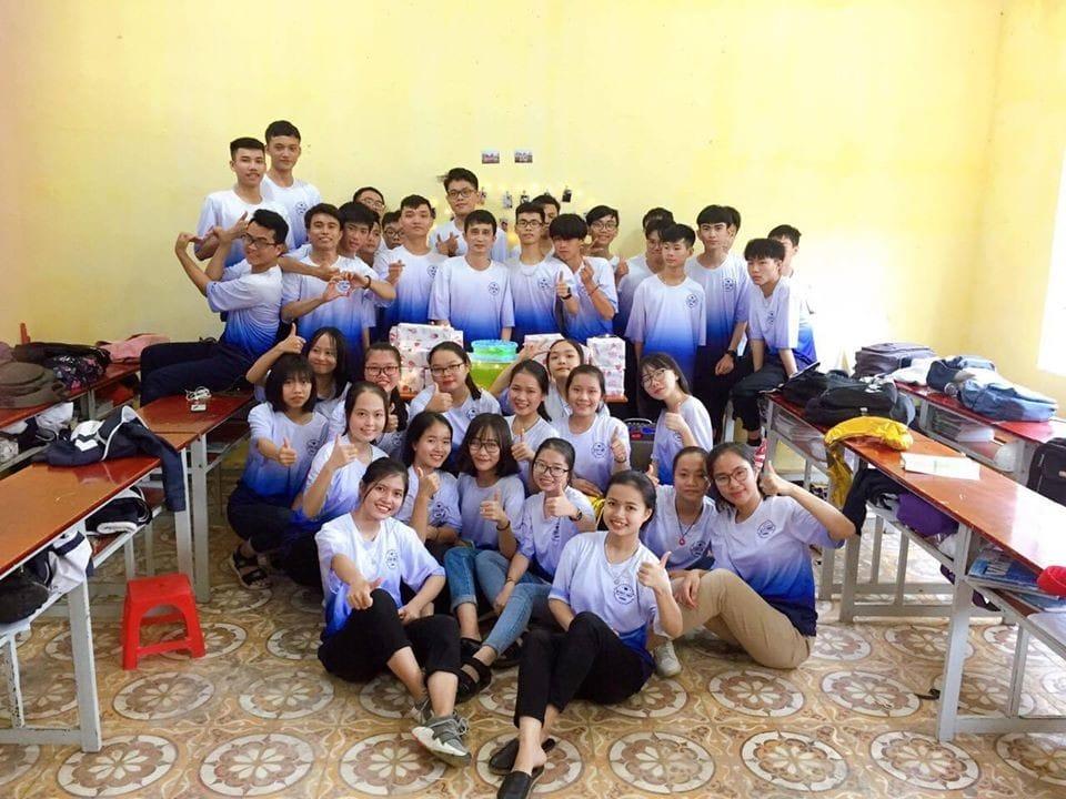 May Dong Phuc Hoc Sinh Tay Lo Form Rong Tphcm